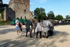 La démonstration de combat se prépare sous les yeux des Boétiens