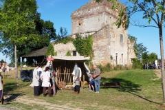 Préparation de la scène de combat médiéval...